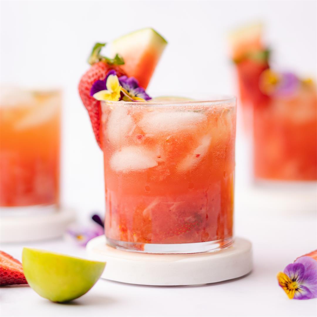 Watermelon Wine Spritzer with Strawberries (Sugar Free)