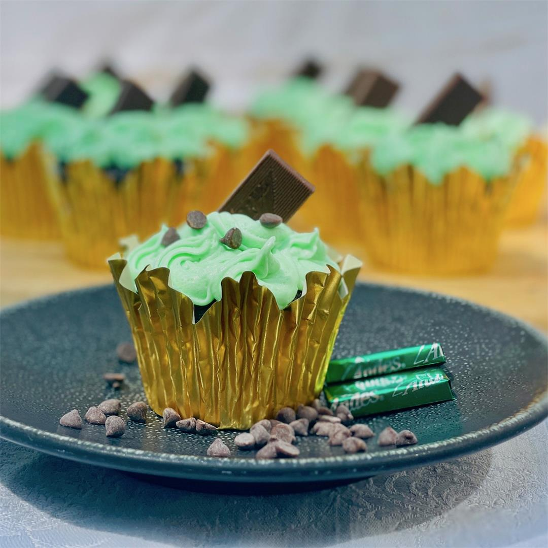 Refreshing and Simple Grasshopper Cupcakes!