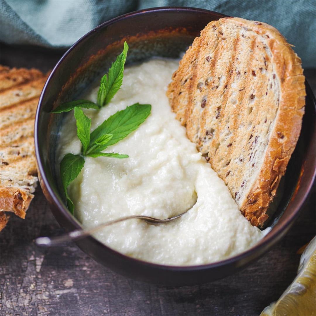 Lebanese Toum (Garlic Sauce Recipe)