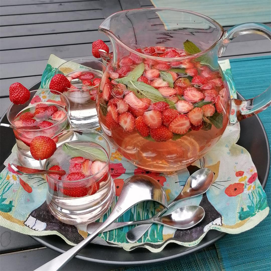 German Sparkling Strawberry Punch Non Alcoholic