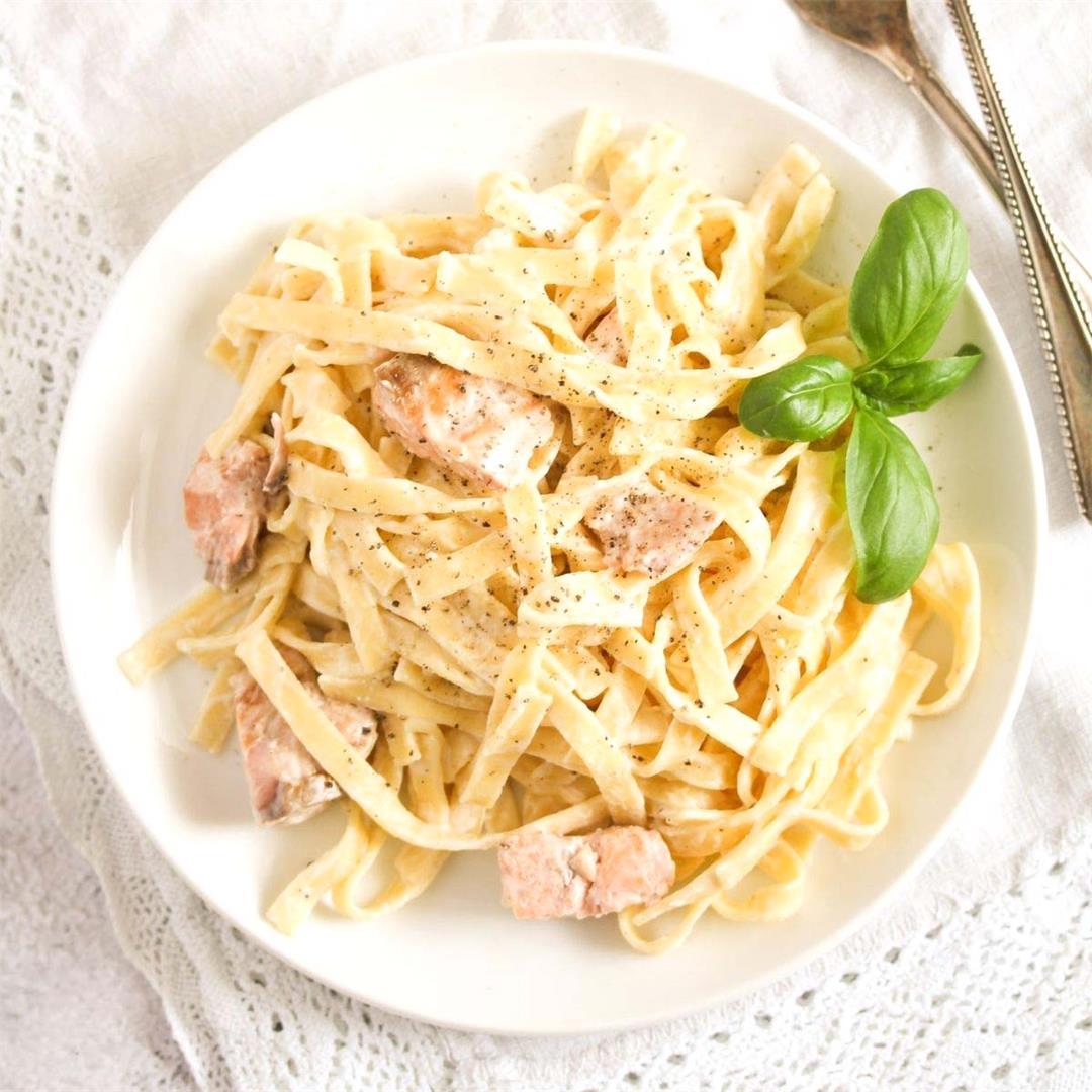 Easy Salmon Crème Fraiche Pasta