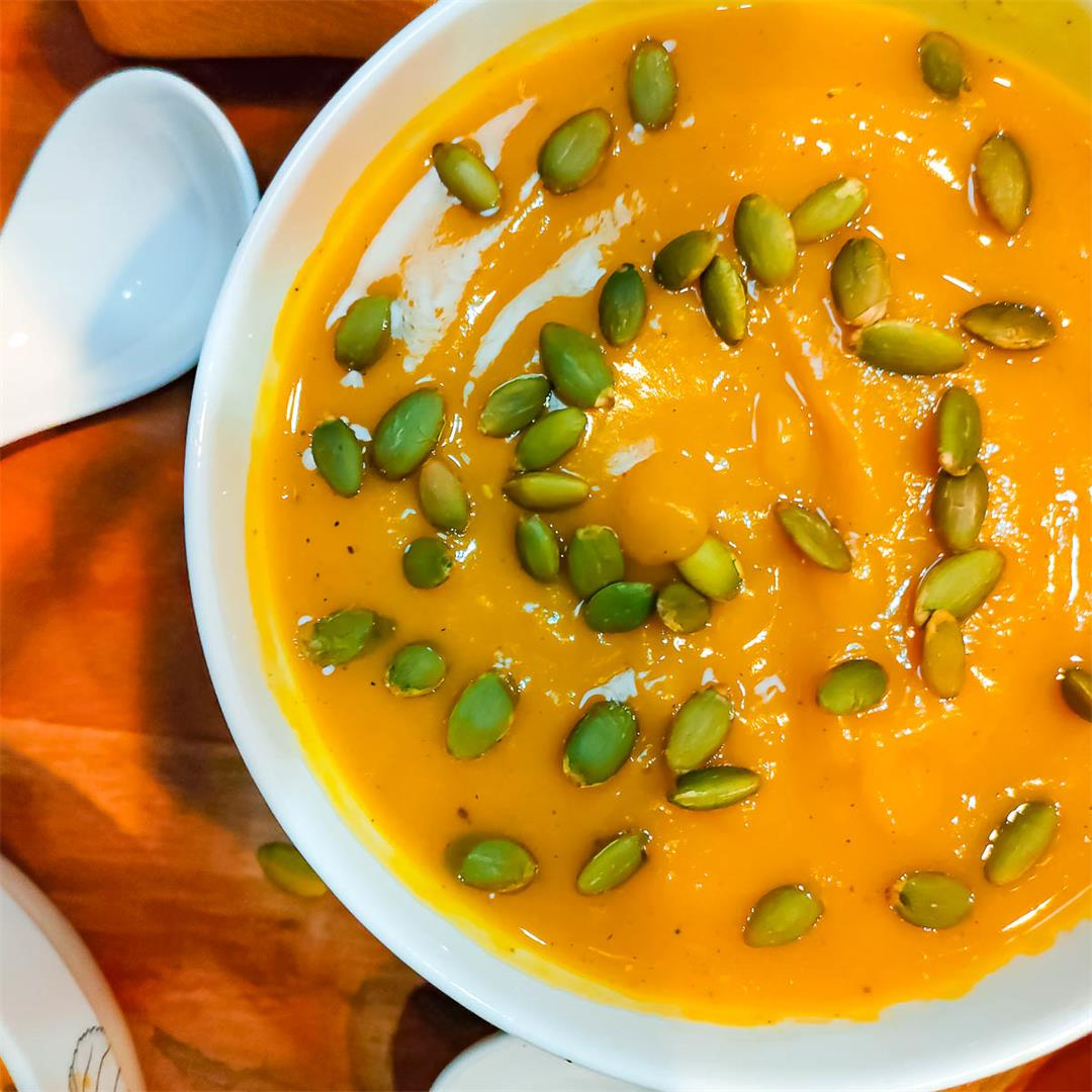 Healthy whole roasted pumpkin soup without cream