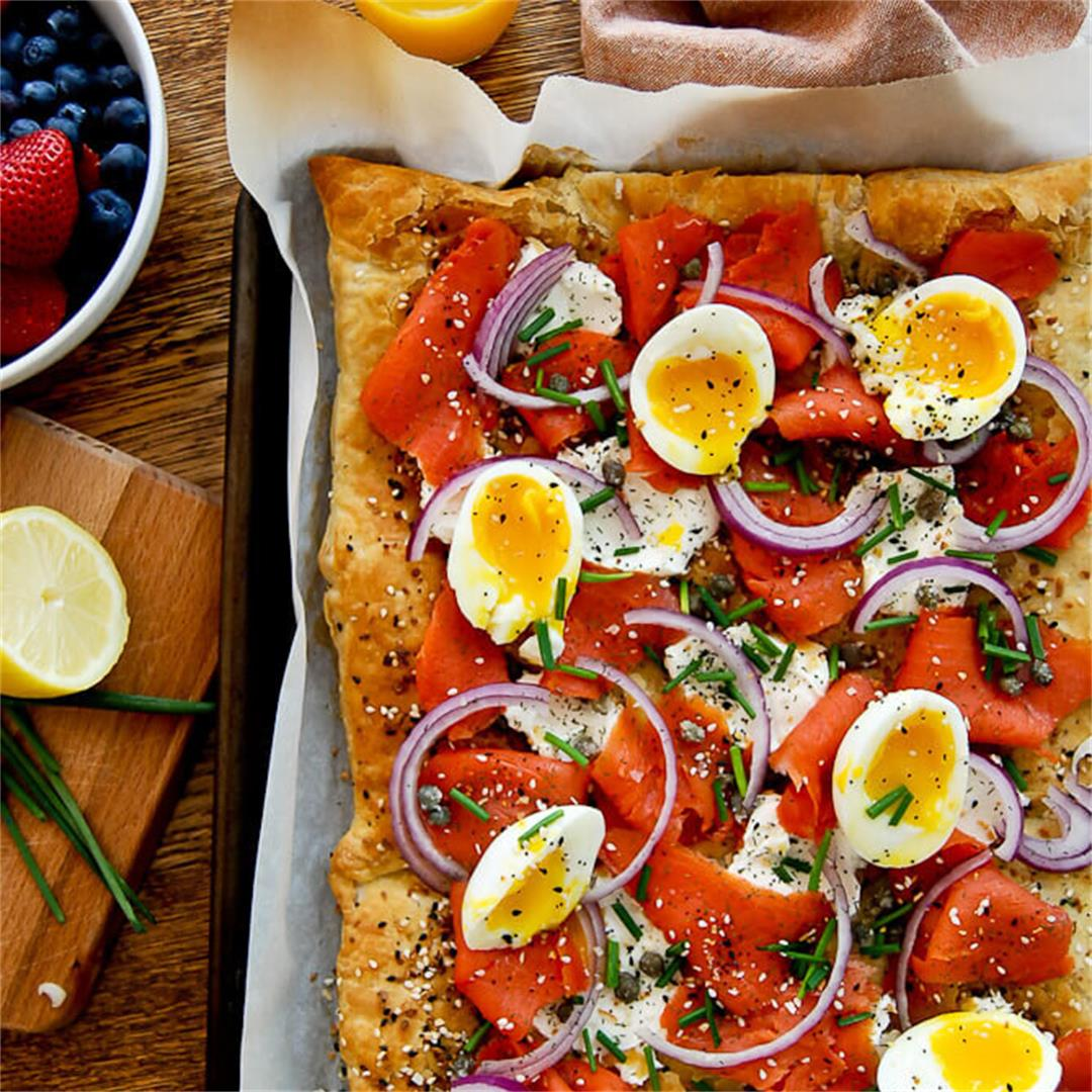Smoked Salmon, Cream Cheese & Everything Bagel Pizza