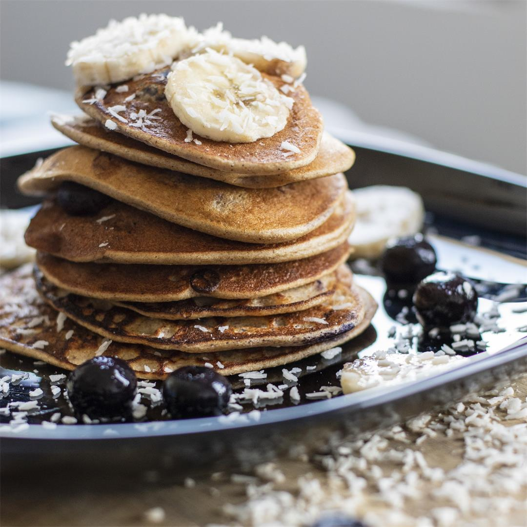 Banana pancakes with oat and coconut flour