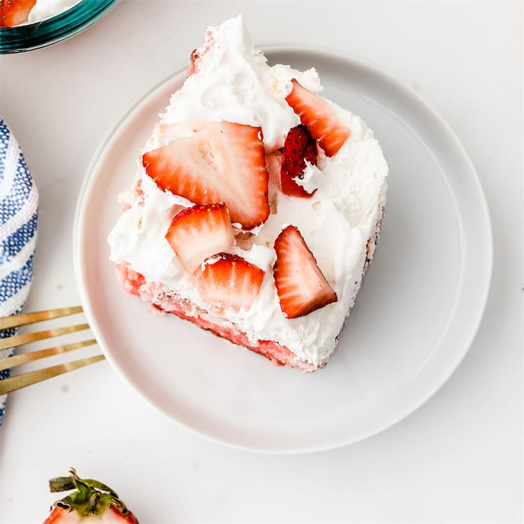 Strawberry Poke Cake: The Perfect Dessert