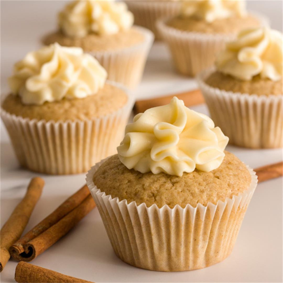 Easy Cinnamon Cupcakes With Maple Cream Cheese Frosting