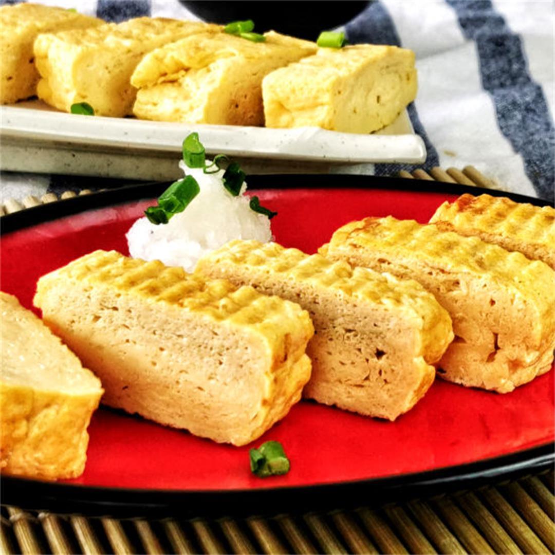 How to make tamagoyaki (Japanese rolled omelet)