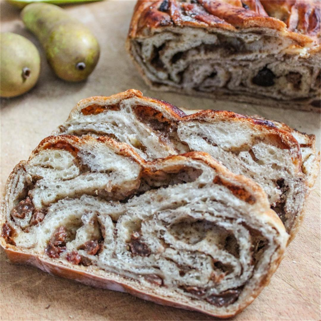 Amazing Easy Vegan Brioche with pears and chai spices!