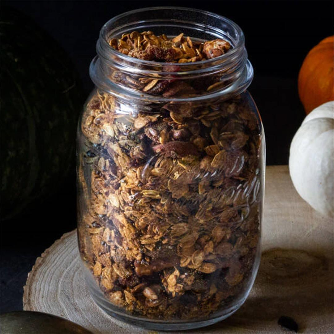 7-Ingredient Healthy Homemade Granola: The Perfect Mix of Fall